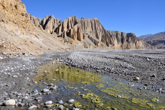 Sur le lit de galets de la Kali Gandaki