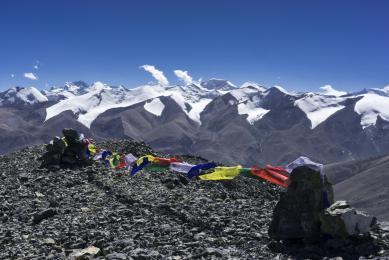 Au sommet du Gaugiri avec à l'horizon Annapurna II & IV et Khumjungar (photo Marinus van Breugel)