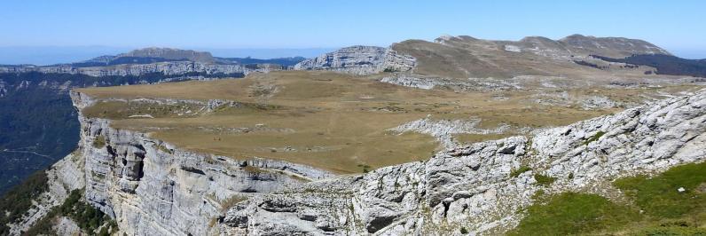 Le plateau karstique de Font d'Urle vu depuis la montée au Puy de la Gagère