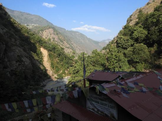 Le lodge de Pairo (avec Thulo Syafru derrière, perché sur la colline)