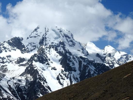 Retour à Kiangjin Gonpa face au Naya Kanga et au Baden Powell peak