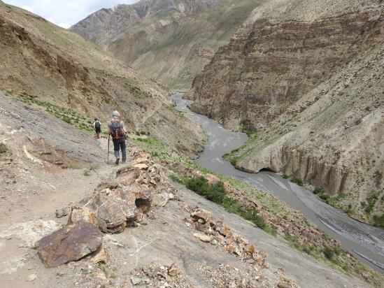 Descente sur la confluence de rivières de Tora Sumna