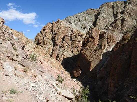 Les gorges rutilantes dans la descente du Kebechen La