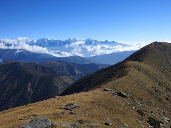 Entre Pike peaks II et I, la vue porte jusqu'au Kangchenjunga