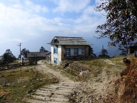 Sur le fil de la crête en direction de la vallée de la Likhu khola