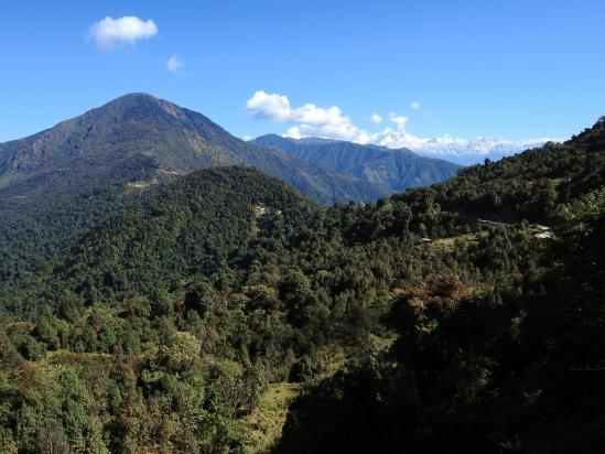 La colline de Pathibhara et la chaîne des Kabru dans le lointain sur la droite