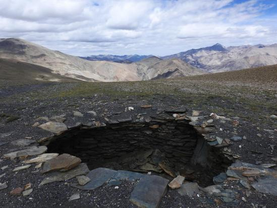 Piège à loup au niveau du col qui donne accès à la doksa de Shingat