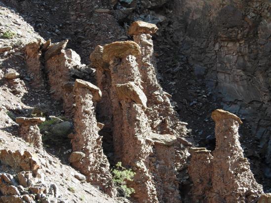 Cheminées de fées dans les gorges de la Kurmo chu