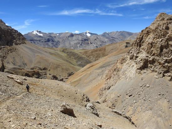Les montagnes du Spiti se découvrent à l'horizon
