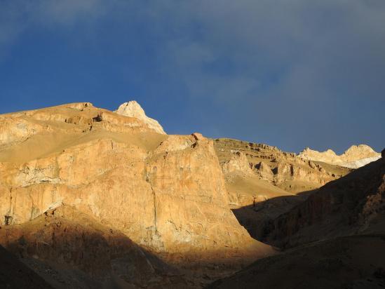 Les crêtes déchiquetées de la Zangskar range du côté du Langpo La