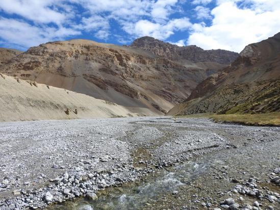 Traversée du thalweg de la rivière qui descend du Langpo La