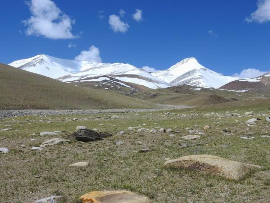 A la descente, on repasse rive gauche de la vallée devant le Lanyar peak
