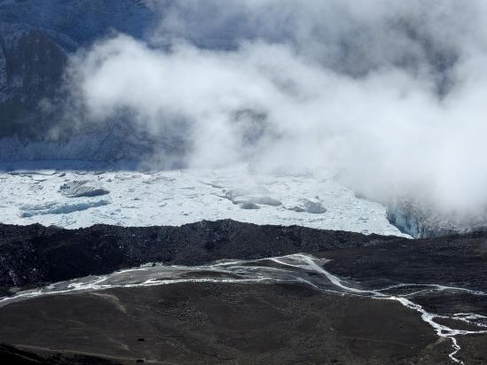 Le lac glaciaire du West Barun glacier vu depuis la crête au-dessus de Shershong