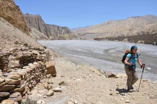 Elisabeth le long de la Kali Gandaki