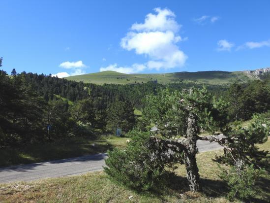 La station de Valdrôme au pied de la montagne de l'Aup
