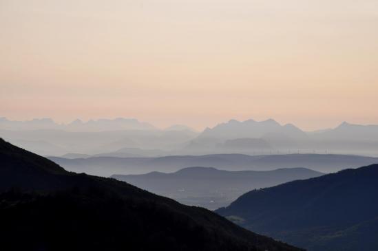 Au matin, panorama sur la vallée de la Drôme depuis le col de l'Escrinet