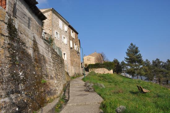 Montée au vieux village de Toulaud