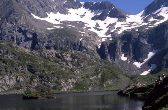 Le lac Fourchu et l'arête W de la Pyramide