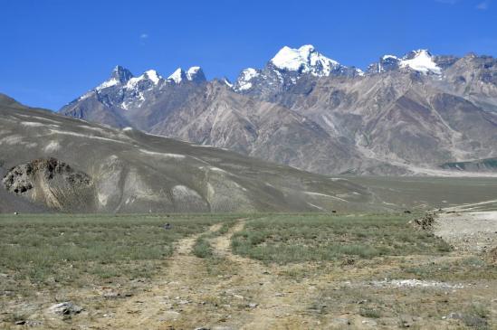 Panorama sur les montagnes qui bordent la vallée de Padum à l'E