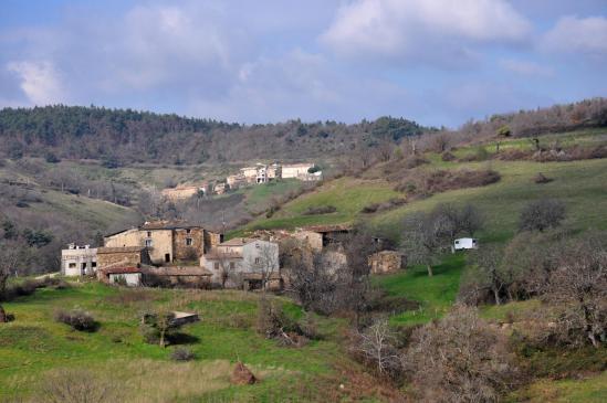 A la sortie de la Côte Jourdan, le hameau des Illiers