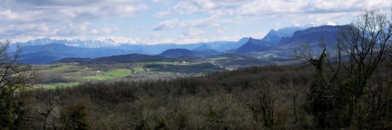 Vue sur la vallée de la Drôme depuis les hauts de Grâne