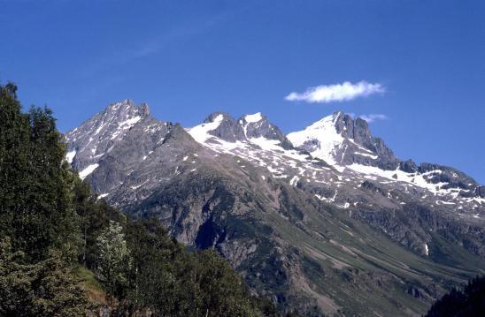 Montée au refuge de la Selle (à l'arrière, le vallon de la Lavey et la Tête des Fétoules)