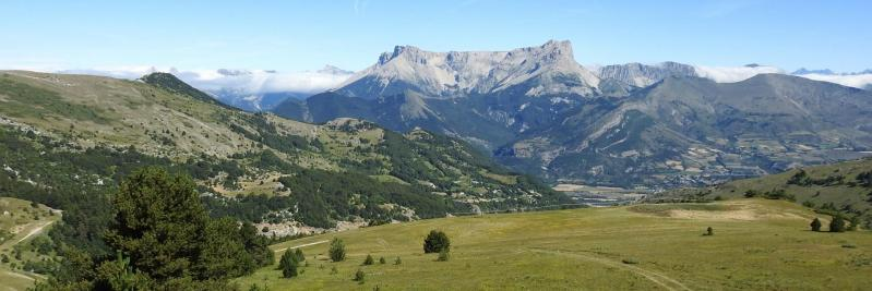 Le Pic de Bure vu depuis la remontée des alpages de la montagne de Céüse