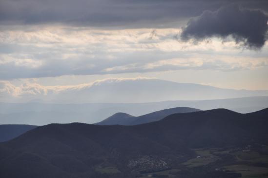 A l'horizon, le Mont-Ventoux