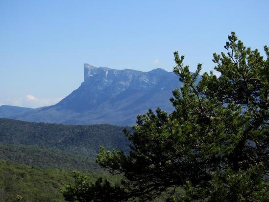 Roche Courbe vue depuis la piste de montée au col de l'Armurier