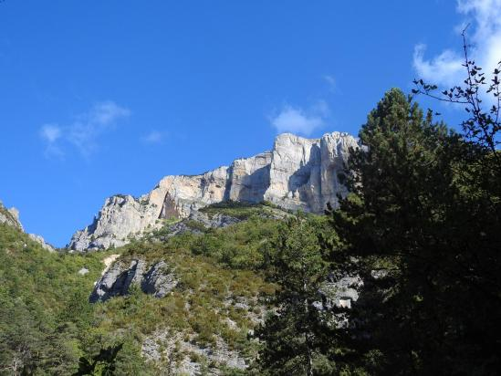 Le Roc d'Ambane vu de la combe du Trintrin