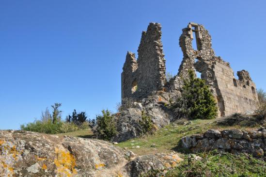 Au pied du château de Pierre Gourde