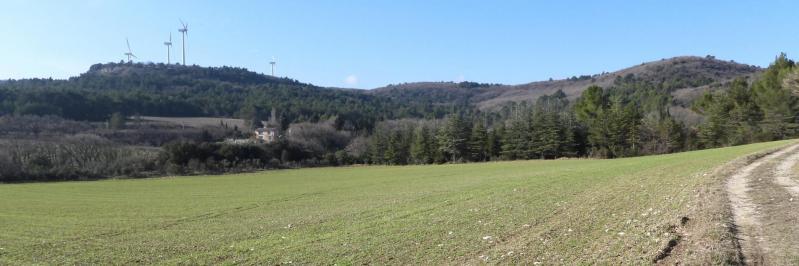 Les éoliennes du domaine de l'Argelas vues depuis la combe d'Aubagne