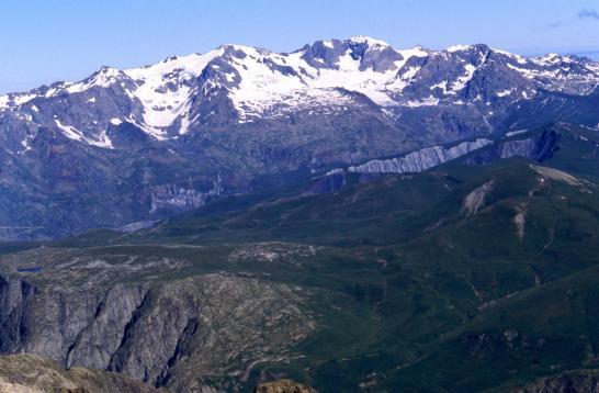 A la brèche de la Meije, vue côté N sur le plateau d'Emparis et les Grandes Rousses