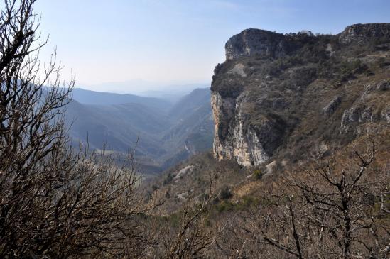 Le rocher d'Anse vu depuis le sentier entre les cols d'Anse et des Ayes