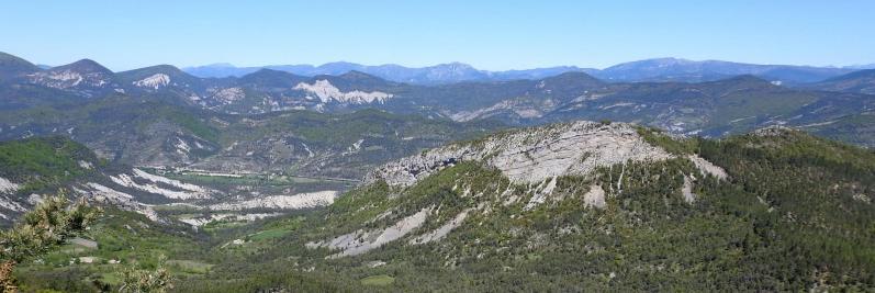 Sur les crêtes de la montagne de Chabre entre le pas de Sainte-Colombe et le col de Saint-Ange