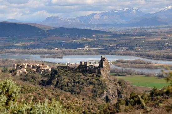 Le château de Rochemaure perché sur son dyke