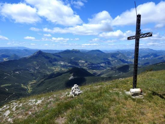 La croix au pied du sommet du Duffre