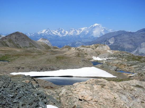 Le massif du Mont-Blanc vu depuis le sentier de traversée entre la brèche et le col de la Rocheure