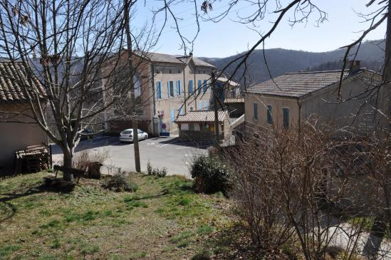 Arrivée à la mairie d'Issamoulenc