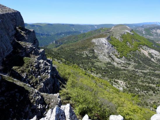 Au sommet de la montagne de Mare, vue sur la montagne voisine du Pied du Mulet