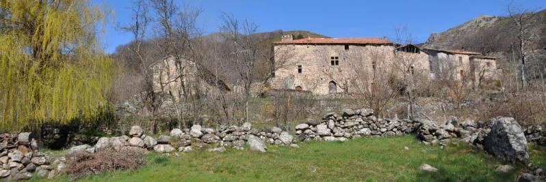 Le hameau de Gamondès aux maisons très... ardéchoises