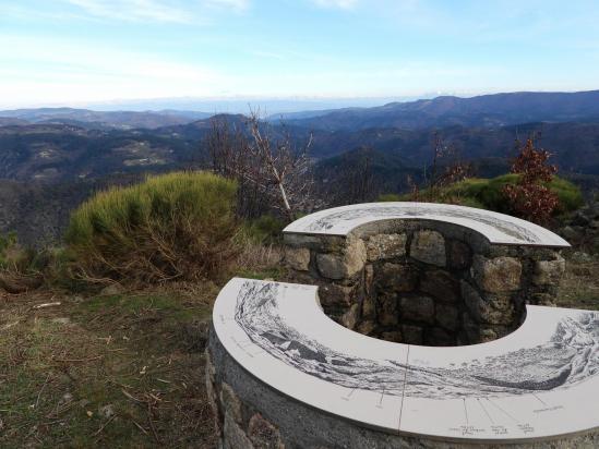 La table d'orientation au sommet de Pié Lafont (vue sur le Vercors)