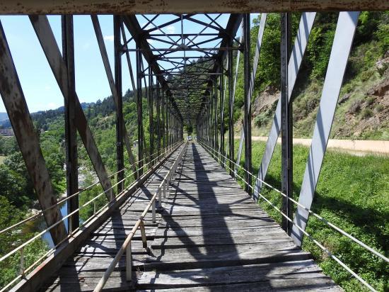 Le pont de fer de Saint-Martin-de-Valamas sur la Dolce Via