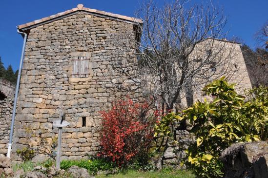 Le hameau des Peyses aux maisons bien ardéchoises