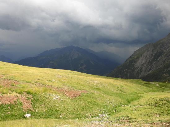 L'orage menace au refuge du Taillefer