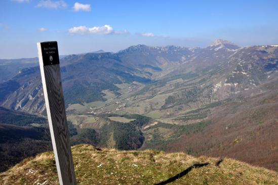 Au sommet du Bec Pointu (à l'horizon, la haute vallée de la Gervanne)