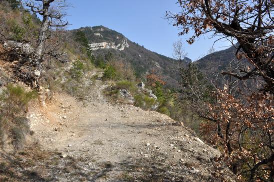 Sur le GR de Pays pour le tour du vallon de Bramevache