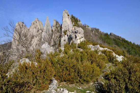 Passage du col au milieu des Rochers des Blaches