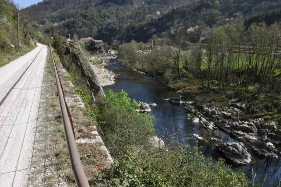 Retour dans la vallée de l'Eyrieux sur la Dolce Via à l'approche du Pont de Chervil