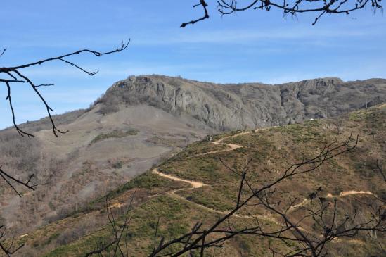 Sur le sentier entre Eyrebonne et Magerouan, on quitte définitivement le volcan de la C chirouse
